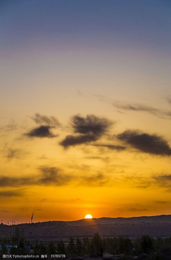 朝霞黃昏云彩晚霞沙漠圖片