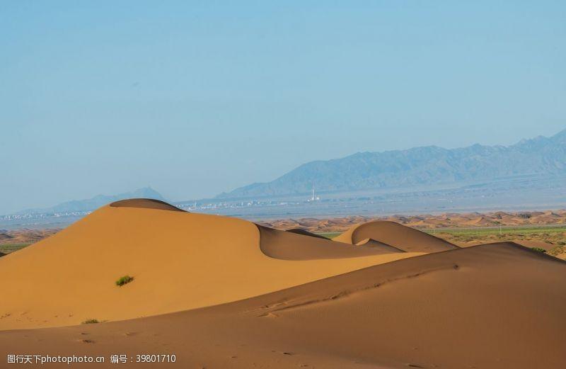 越野金色的沙漠摄影图图片