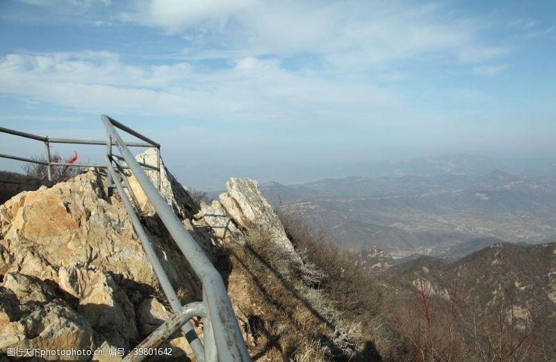 山石峻极峰顶景色图片