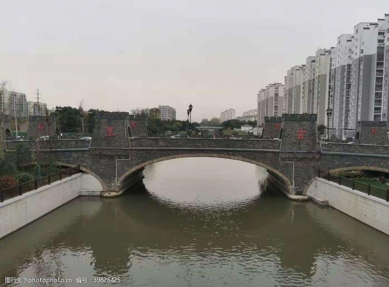 乡村石拱桥图片