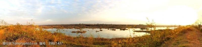 深秋时节的河道风景图片