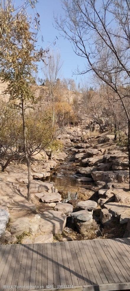 瀑布小桥溪流图片