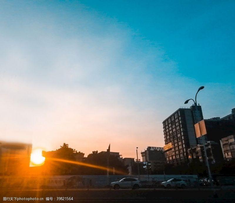城市剪影夕阳图片