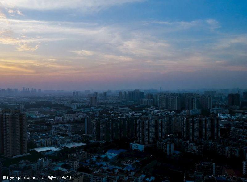 城市剪影黄昏图片