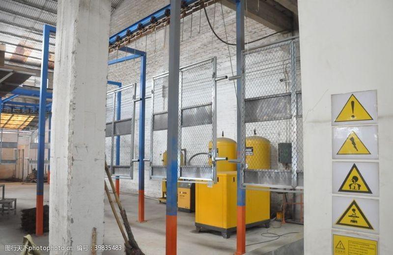 钢板护栏自动烤漆生产线图片