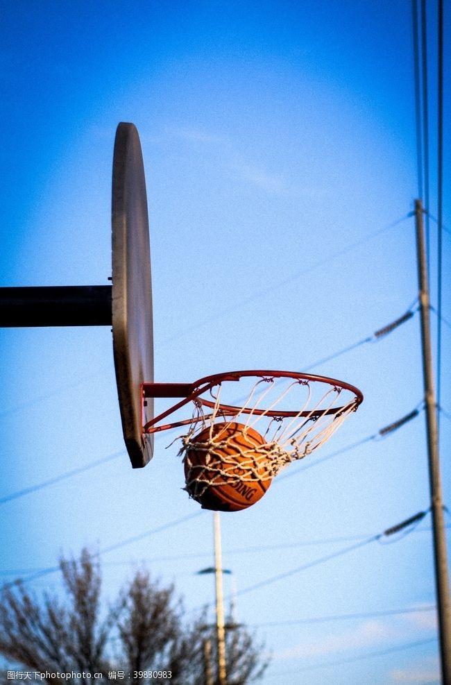 体育健身篮球进框图片