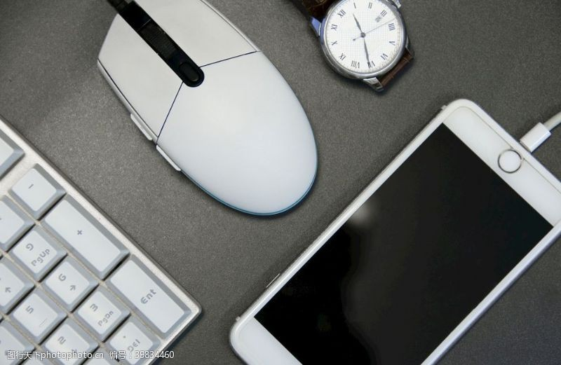 桌子鼠标键盘图片