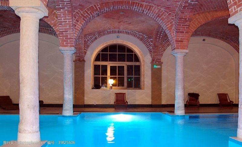 体育健身游泳池图片