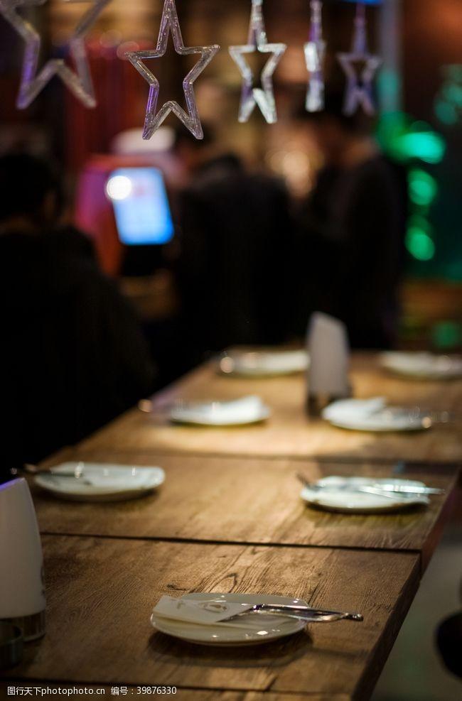 灯管酒吧桌牌图片