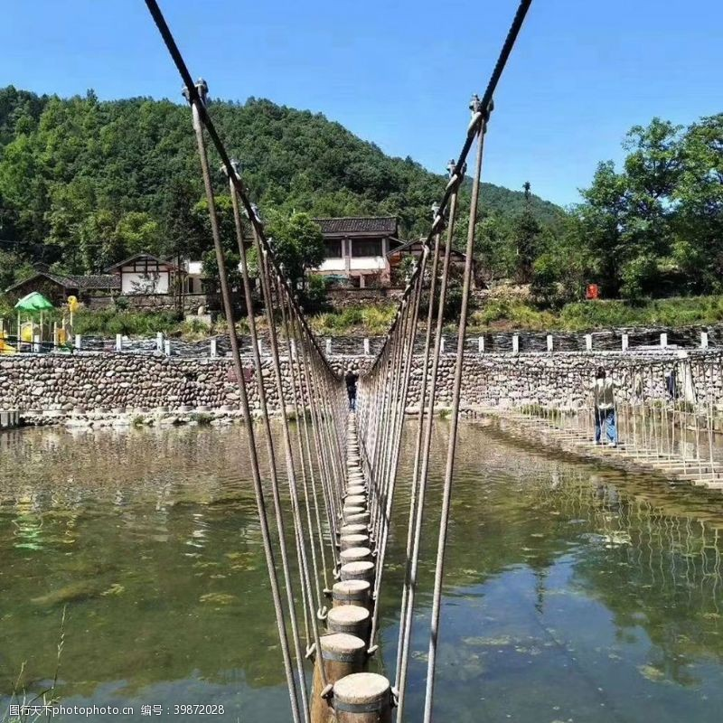 木头桥吊桥图片