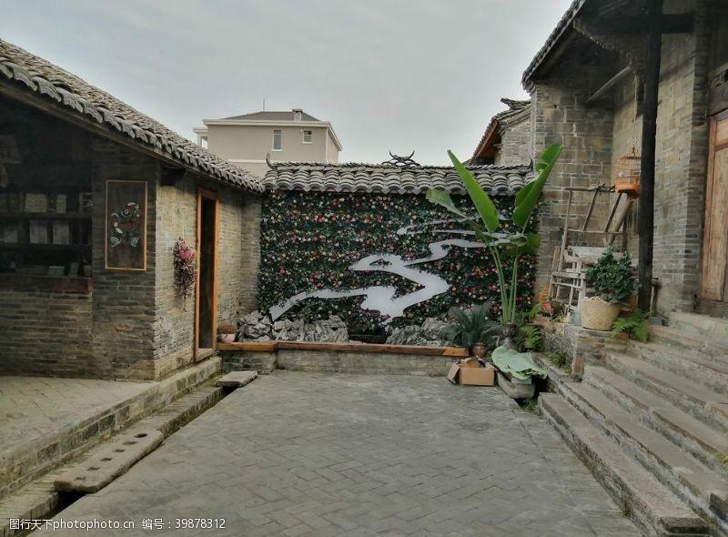 房屋巴马命河图案的装饰墙图片
