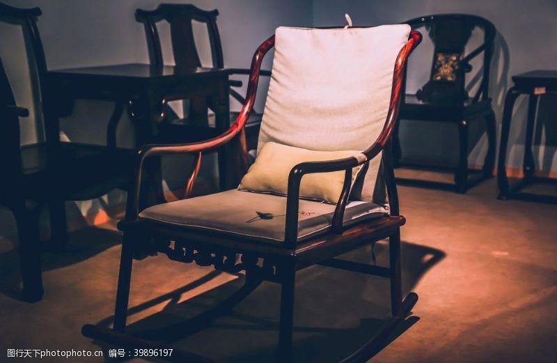 红木摇椅图片