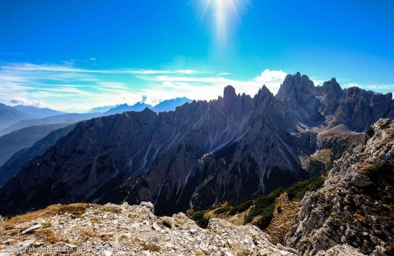 山石山脉图片