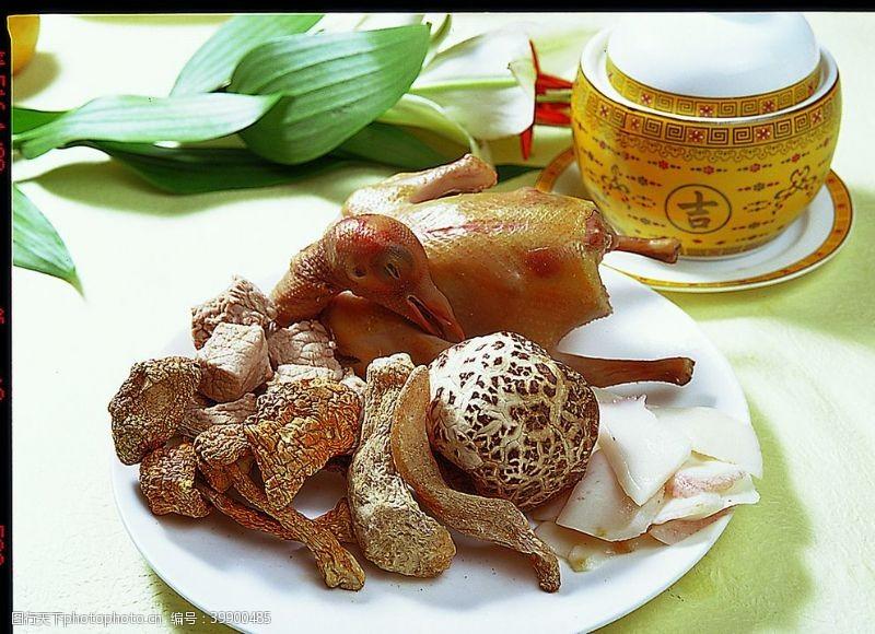 松茸菌海螺炖飞鸽图片