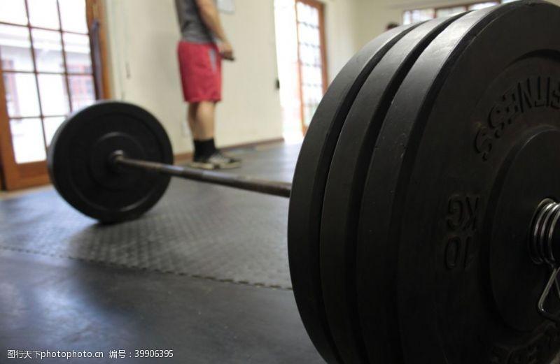 体育健身杠铃图片