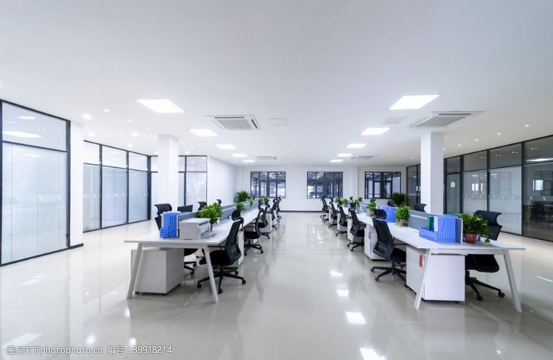 电脑办公宽敞明亮的办公场所图片