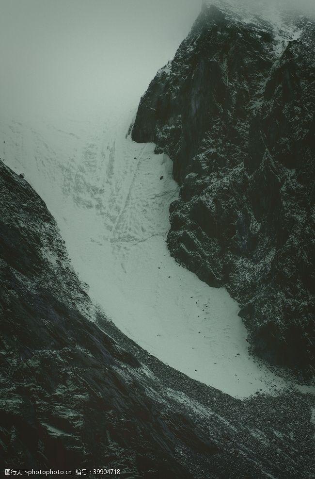 雪山高山山谷风景背景图片