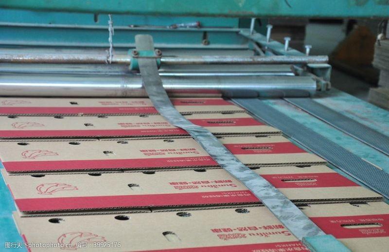 工业生产纸箱厂图片