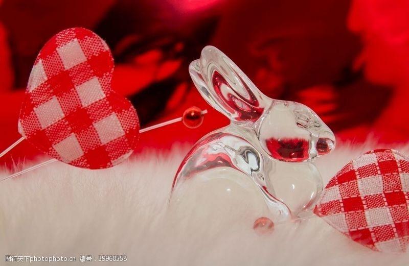 彩色玻璃兔子图片