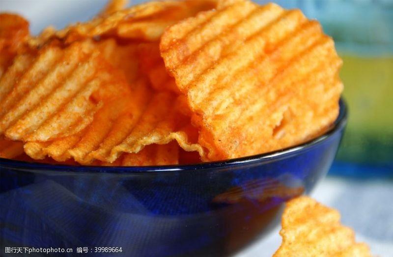 休闲小吃薯片图片