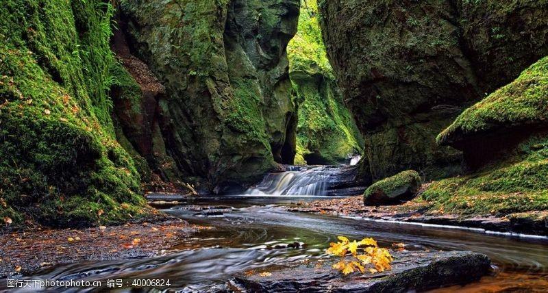 泉水山间溪流小瀑布图片