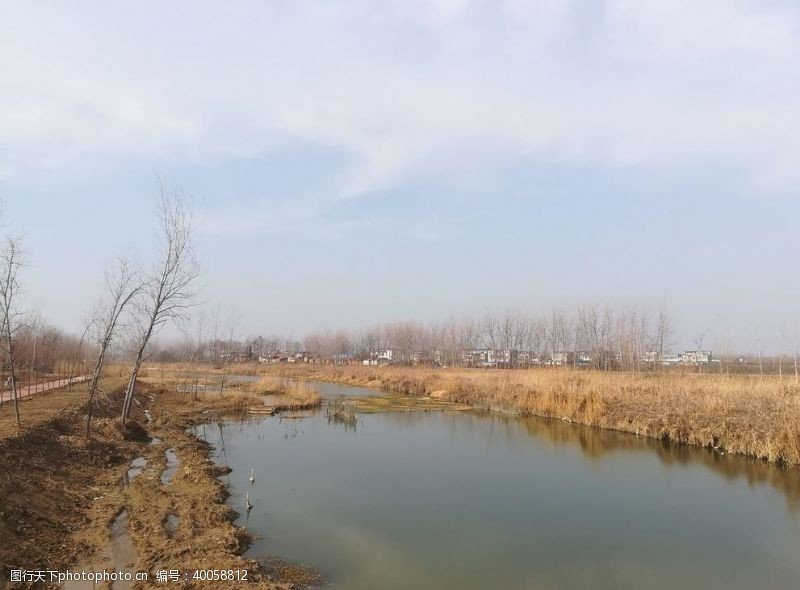 小河秋天河道图片