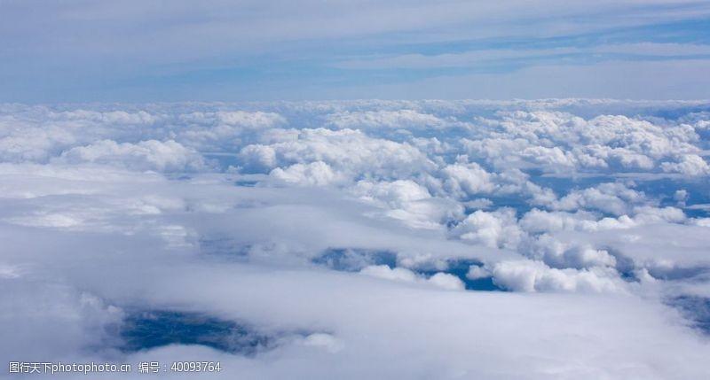 仰望云海图片