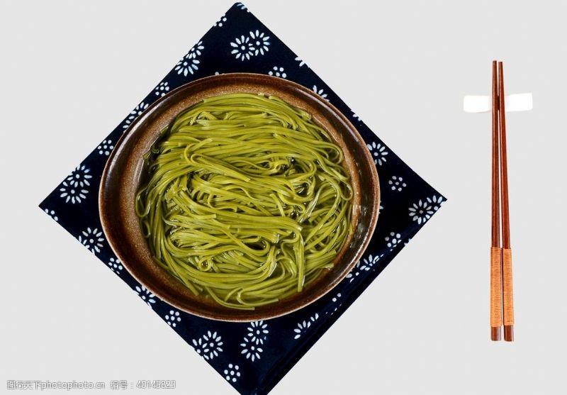 美食菠菜面图片