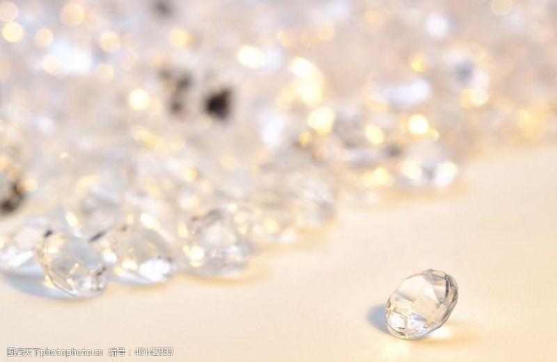 耳环钻石图片