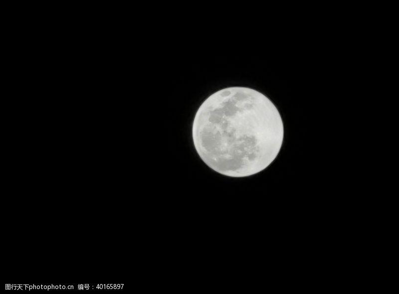 八月月亮图片
