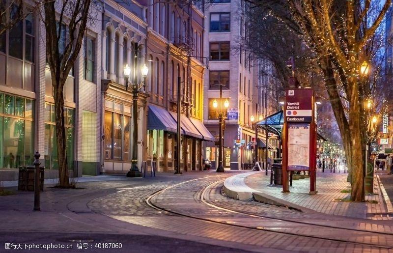 购物中心夜晚商业区图片