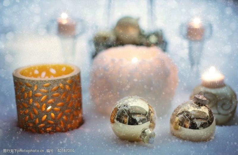 节日促销圣诞树装饰球图片