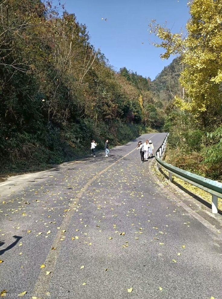 大山里的深秋图片