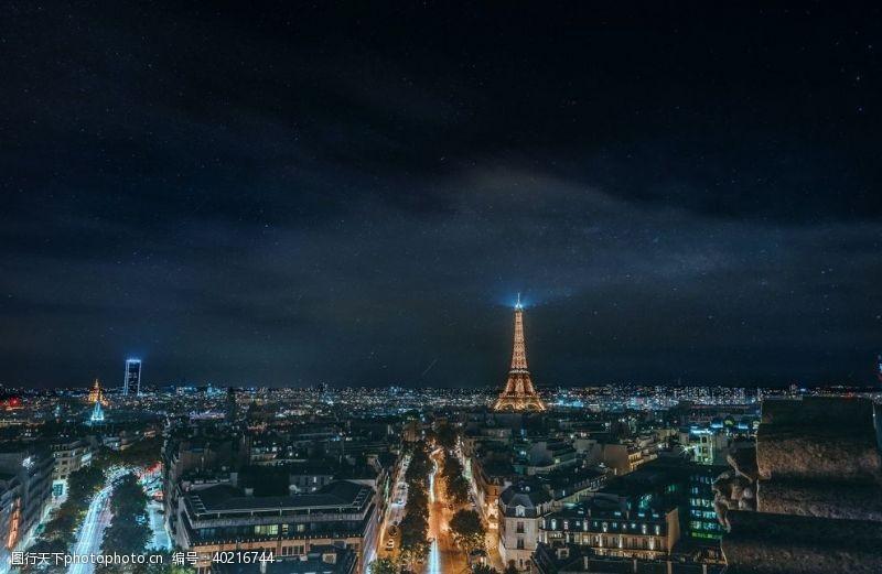 灯塔俯拍城市夜景图片
