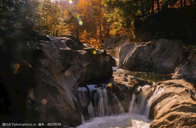 斑点河流图片