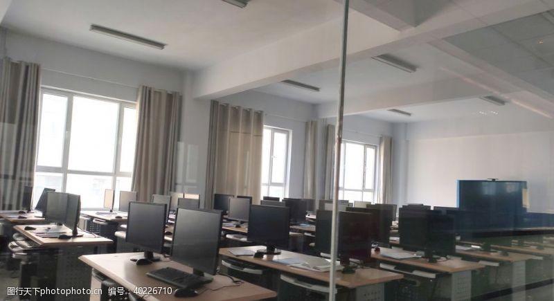 宽屏电教室图片
