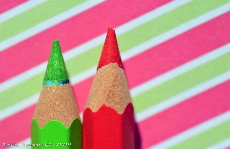 材料笔彩色铅笔图片