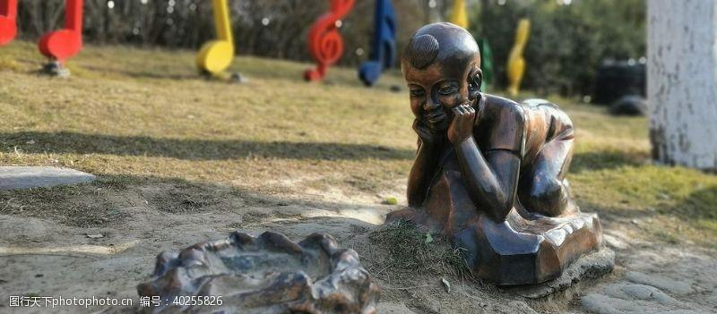 运动人物人物雕塑铜图片
