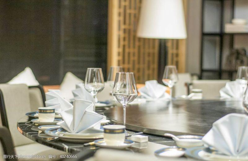 酒杯现代餐厅餐具摄影图片