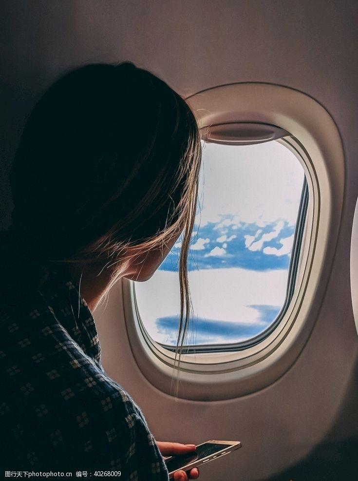 人物图库坐飞机的女性图片