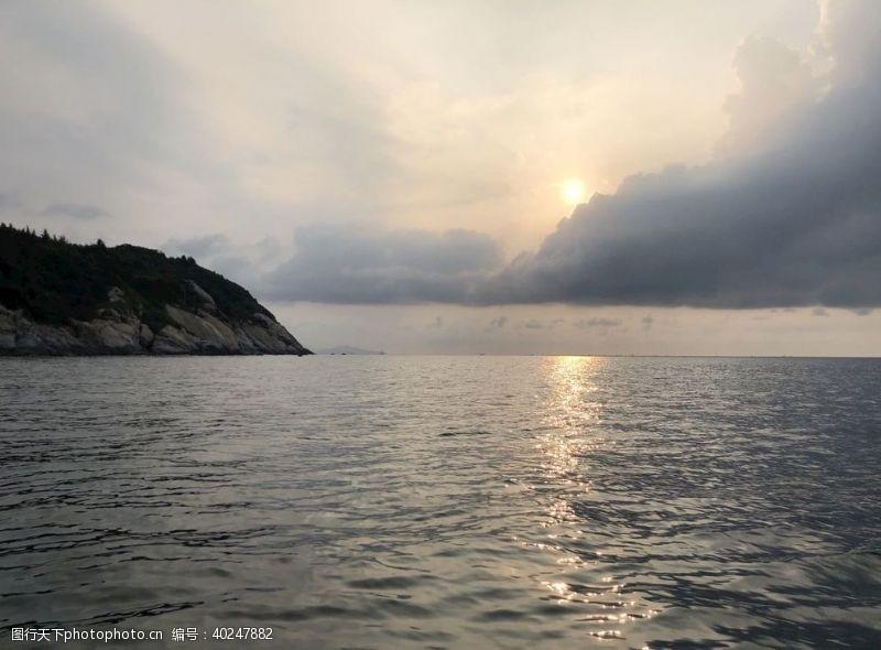 海平面海上日出图片