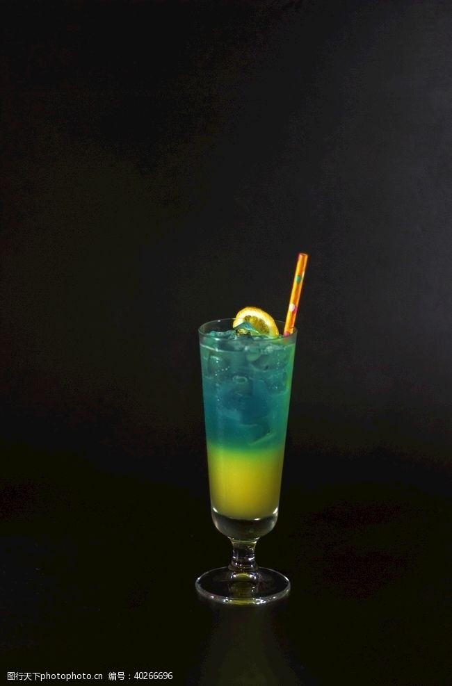 饮料蓝色夏威夷鸡尾酒图片