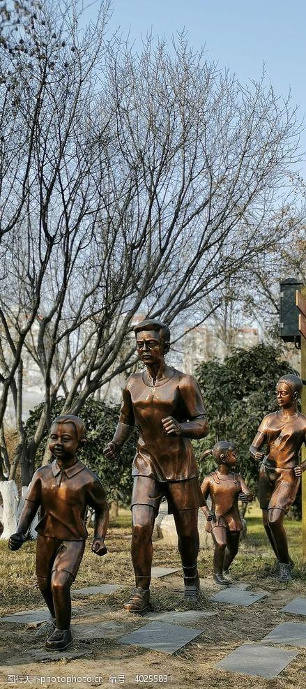 运动人物人物雕塑图片