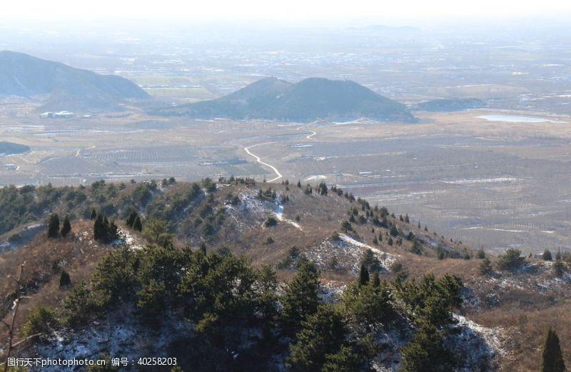 登山远山小径图片