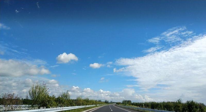 高速公路在路上图片