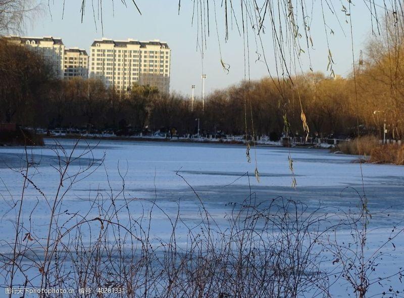 湖冬日阳光图片