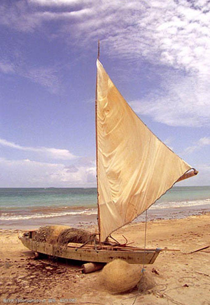 云彩海岸帆图片