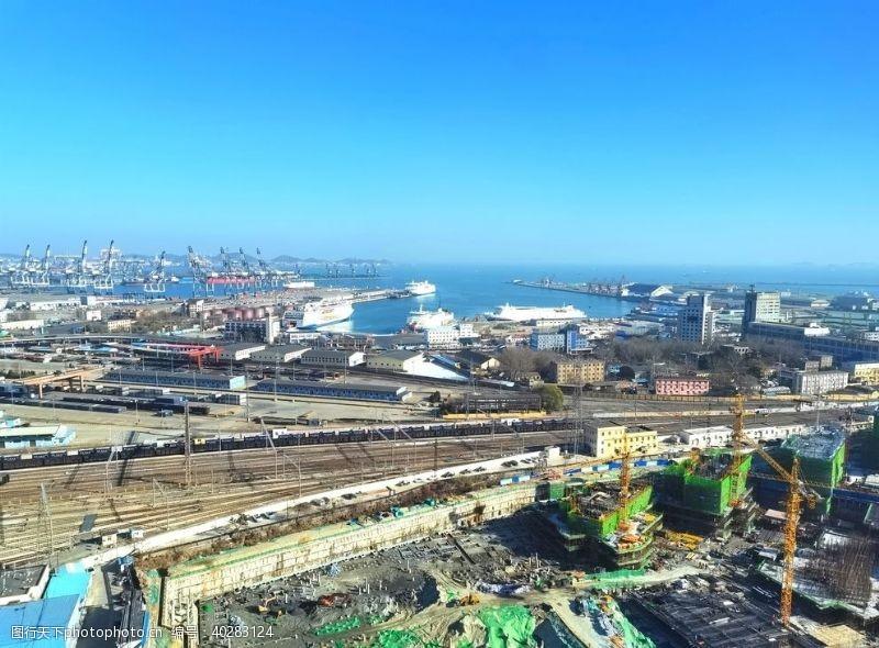 建筑景观蓝天下的城市图片