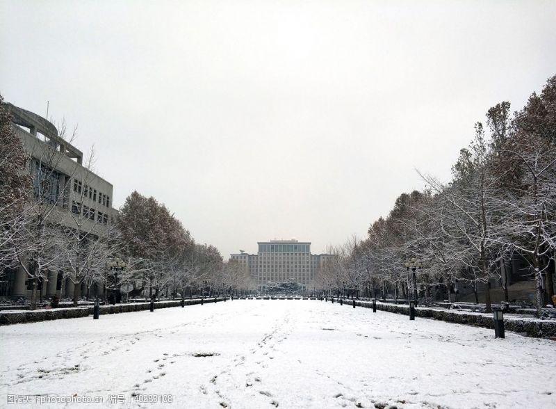 建筑景观清华雪景图片