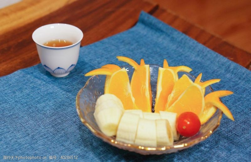 水果沙拉水果和茶图片